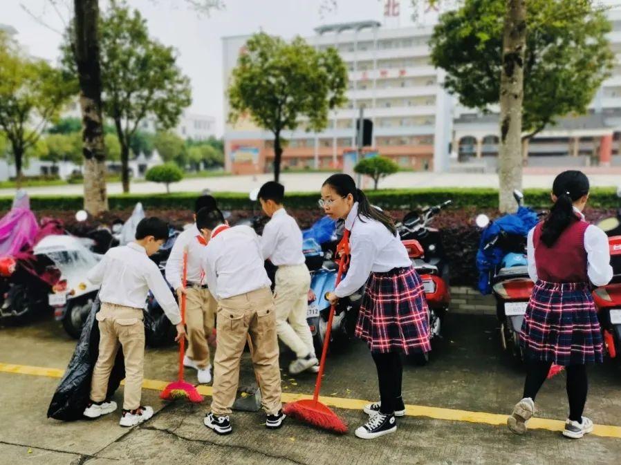 湛江北附:学雷锋 树新风 善小而为每一天——小学部开展学习雷锋系列活动