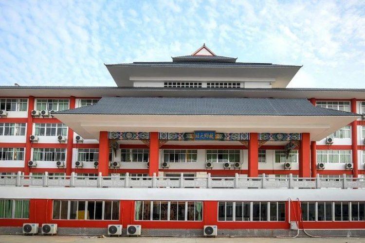 湛江北附:禁止学生带手机进校园