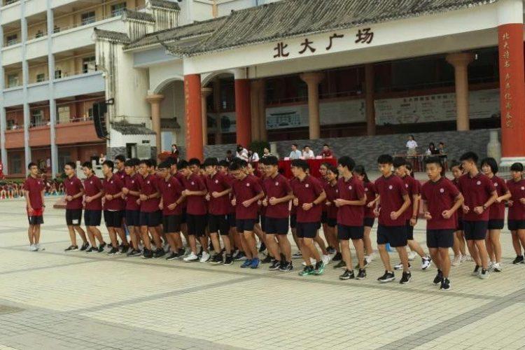 湛江北附:高一学子逐桂冠,试问英雄谁敌手–年级跑操比赛
