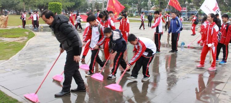 校学生会和校义工联合会联合开展学雷锋志愿服务活动