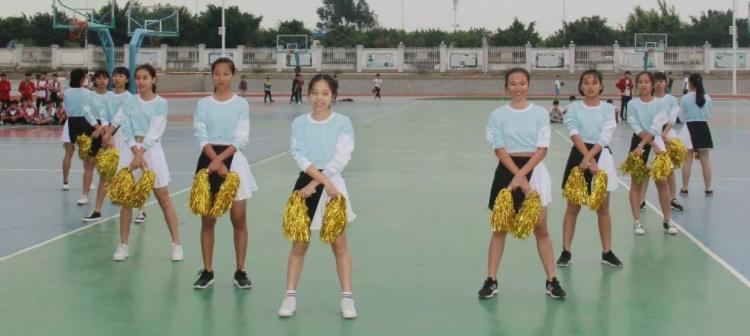 """12月6日下午,我校初中部八年级举行了""""女子韵律操""""比赛"""