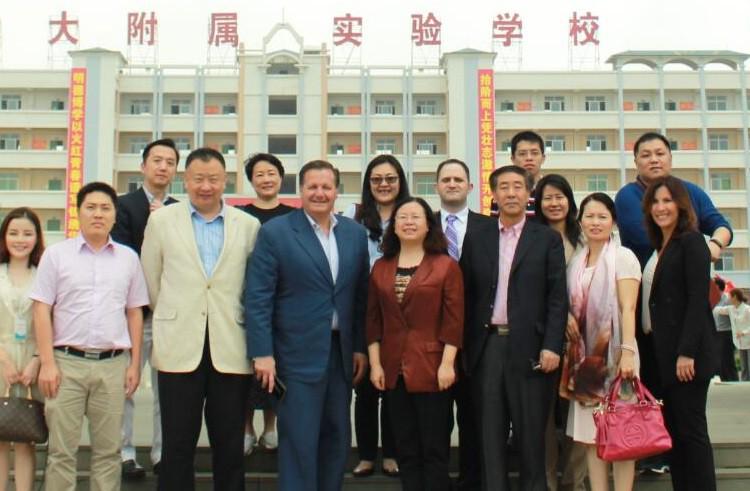 湛江市青少年对外友好交流团访问我校